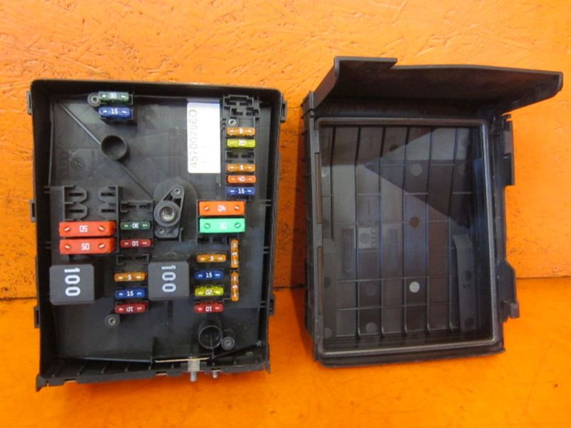 Sicherungskasten 01718130  1K0937132FVW GOLF VI (5K1) 1.2 TSI